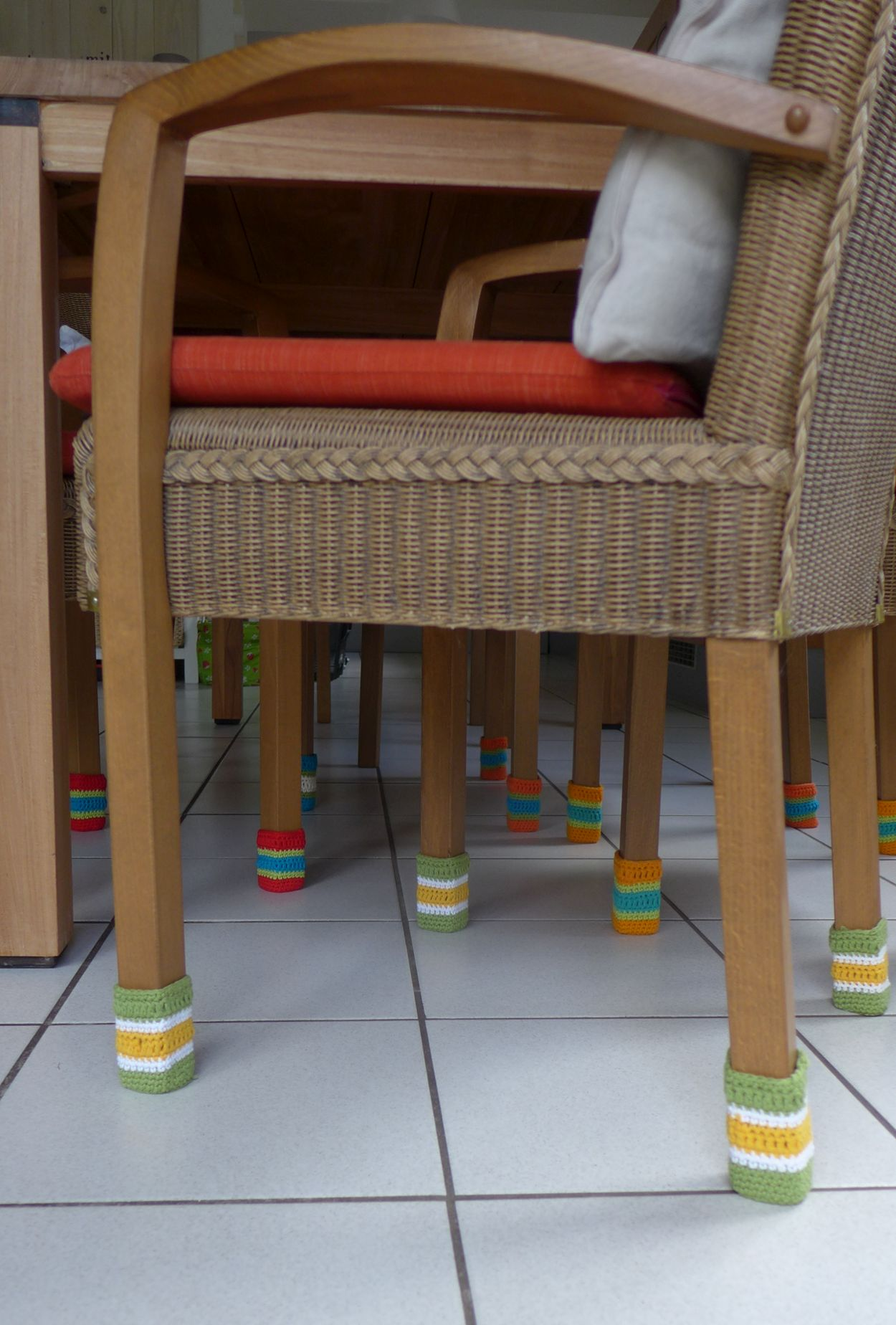 stuhlsocken chair socks selbst geh kelt susas. Black Bedroom Furniture Sets. Home Design Ideas