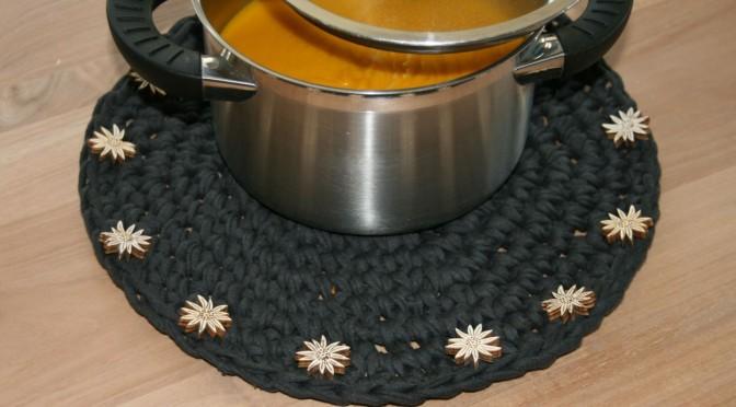 Tischsets aus Zpagetti oder Textilgarn gehäkelt