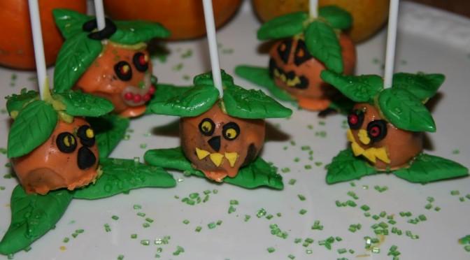 Freche Halloween Kürbis Cakepops