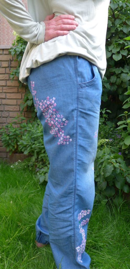 Strassteine Blumen bemalte Hose