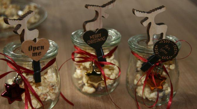 Schneehaufen :                           aus Popkorn, Nüsse, Cranberries getränkt in weißer Schokolade