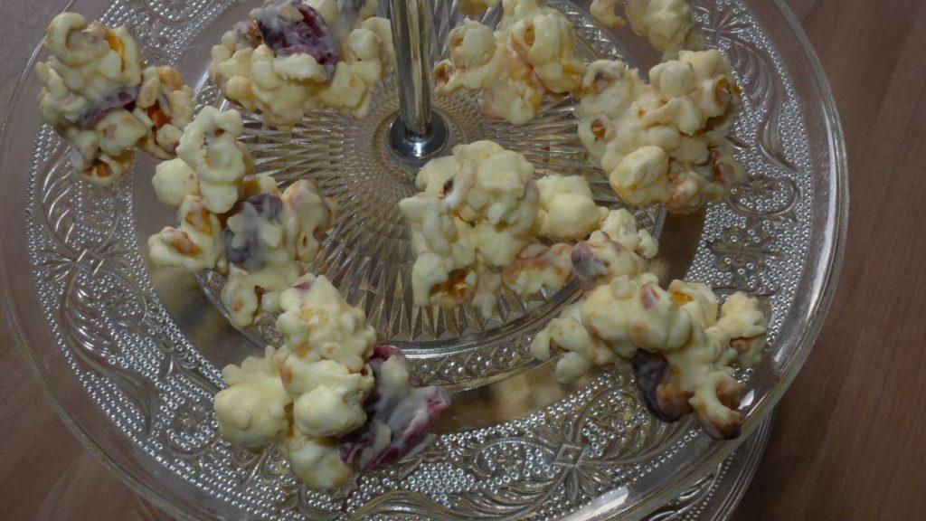 schneeberge-popkorn-mandeln-zucker-plaetzchen-schokolade-give-aways