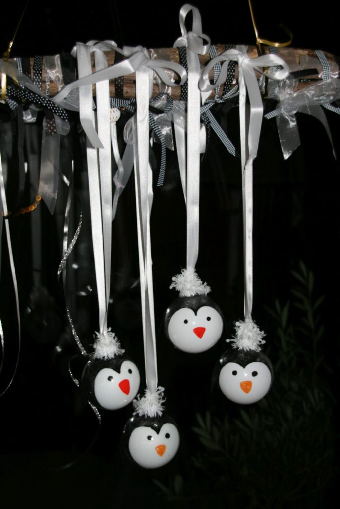 fensterschmuck-weihnachtskugeln-christbaumkugeln-pinguin